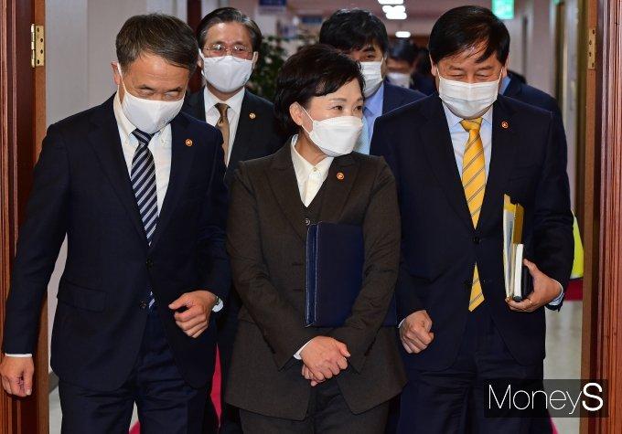 [머니S포토] 김현미·박능후·구윤철, 국무회의 참석