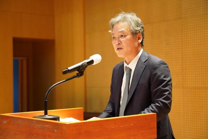 손혁상 코이카 제13대 이사장이 1일 오전 경기 성남시 코이카 본부에서 열린 취임식에서 포부와 6개 경영전략을 발표하고 있다. /사진=코이카