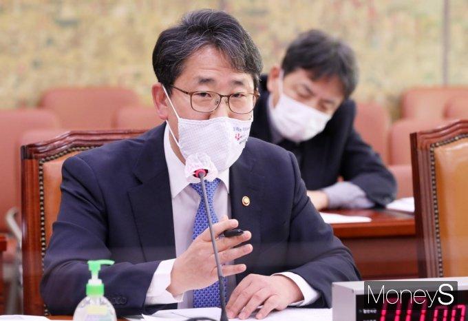 [머니S포토] 국회 문체위, 답변하는 박양우 장관