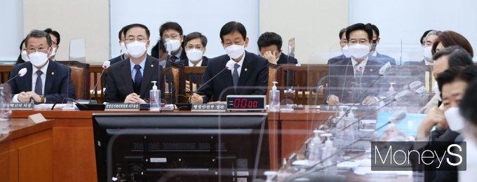 [머니S포토] 국회 행안위 출석한 행안부·선관위·경찰청