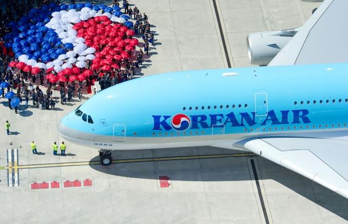 대한항공-아시아나 합병 첫 고비 넘었다… 남은 과제는?