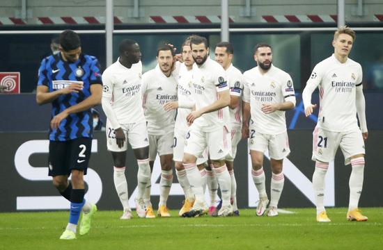 인터밀란(푸른색 유니폼)은 2020-2021 UEFA 챔피언스리그 조별예선 B조에서 레알 마드리드에게 2연패를 당하며 16강 진출이 불투명해졌다. /사진=로이터