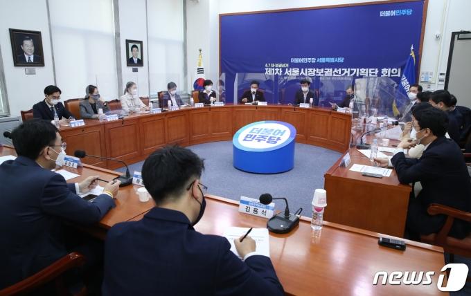 지난 16일 더불어민주당 제1차 서울 시장보궐선거기획단 회의 2020.11.16/뉴스1 © News1 성동훈 기자