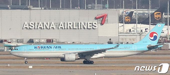 인천국제공항 주기장에 위치한 대한항공 여객기 © News1 이성철 기자