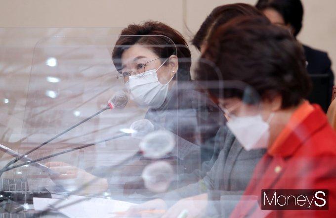 [머니S포토] 여가부 장관 사퇴촉구 발언하는 김정재 간사