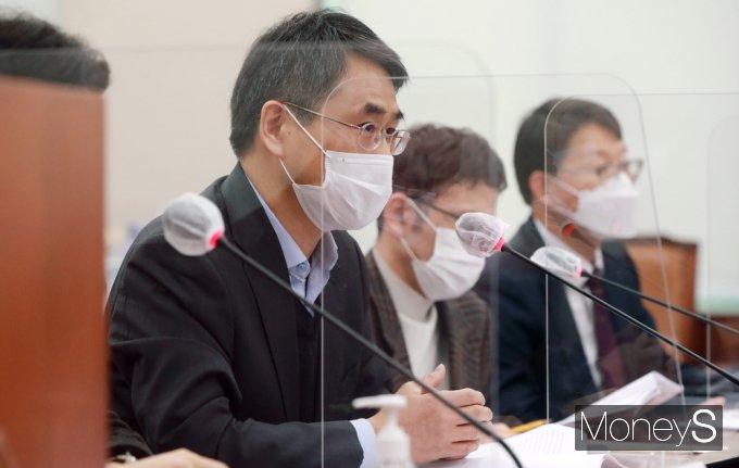 [머니S포토] 중대재해법 재정 공청회, 의견 전하는 정진우 교수