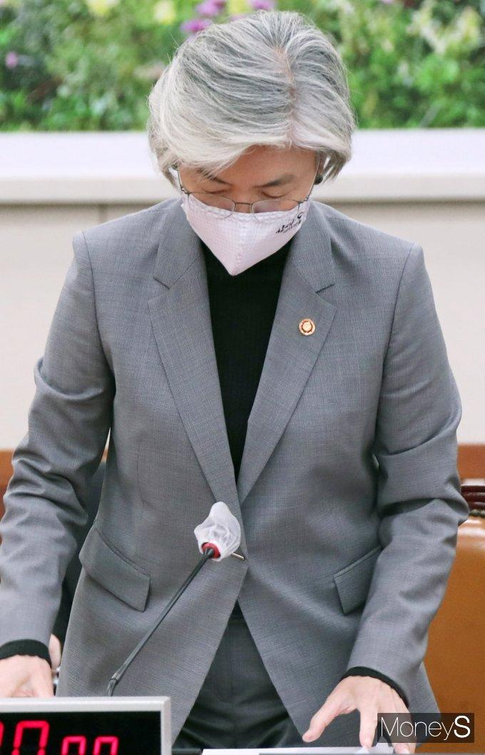 [머니S포토] 국회 외통위 출석한 강경화 장관