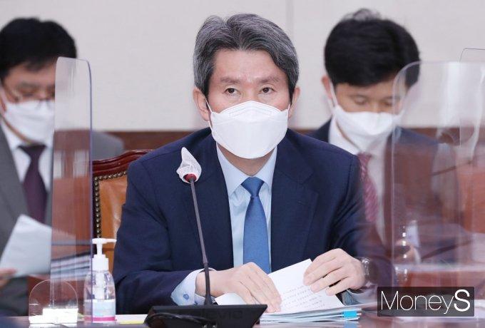 [머니S포토] 국회 외통위 출석한 이인영 장관
