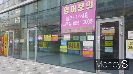 서울 지역의 한 상가가 임대를 알리는 문구를 내걸었다/사진=머니S