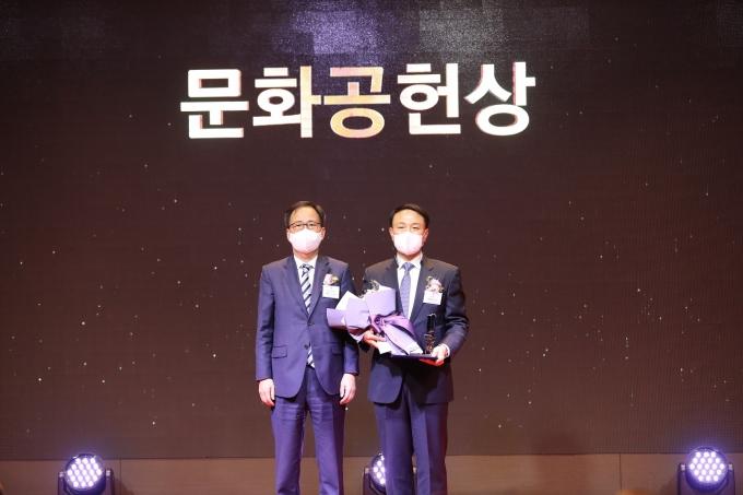 신한카드는 한국메세나협회 주관으로 개최된 2020년 메세나대상에서 지역사회 문화 발전에 기여한 공로로 문화공헌상을 수상했다./사진=신한카드