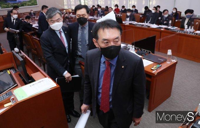 [머니S포토] 국힘, 남북관계 발전 법류 개정 표결 '반대' 외통위 집단 퇴장