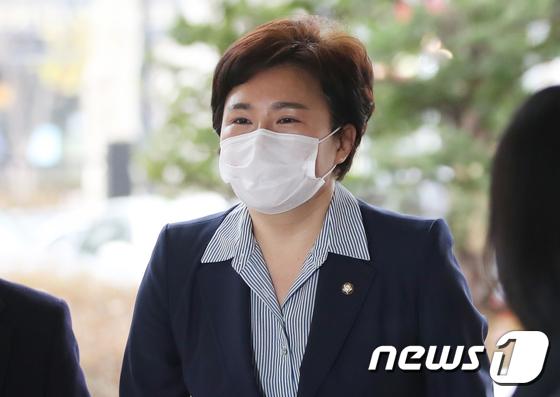 조수진 국민의힘 의원이 2일 오전 서울 마포구 서부지법에서 열린 공직선거법상 허위사실공표 혐의 첫 공판에 출석하고 있다. /사진=뉴스1