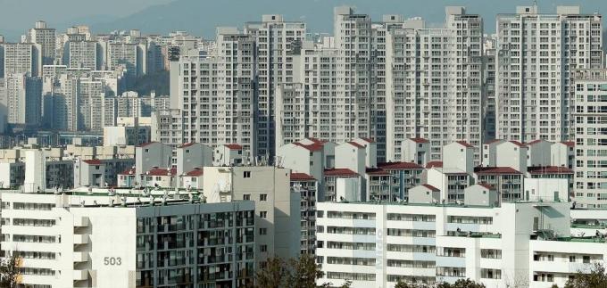 전세난에 이어 월세난이다. 2일 한국감정원이 발표한 '2020년 11월 전국주택가격동향조사 결과'에 따르면 지난달 9일 기준 전국 월간 주택종합(공동주택·다세대연립·단독다가구) 기준 월세수급동향 지수는 104.8로 기록됐다. /사진=머니투데이