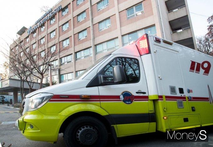 [머니S포토] 2021 수능, 응급사태 대기중인 구급차