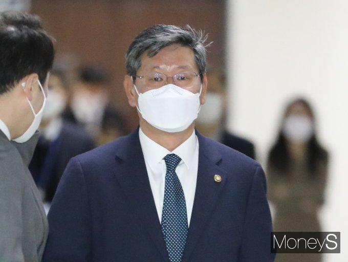 [머니S포토] 이용구 차관 '공수처법 개정안 논의를 위해'