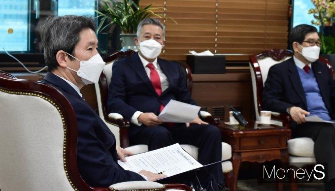 [머니S포토] 남북 인도협력 관련 발언하는 이인영 장관