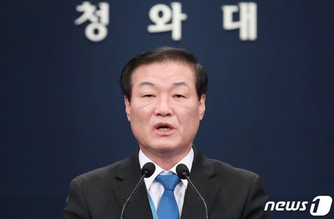 '지지율 최저치' 문 대통령, 국토부 등 4개 부처 장관 교체