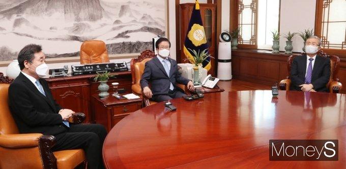 [머니S포토] 국회의장 교섭단체 회동…여야 보이지 않는 기싸움
