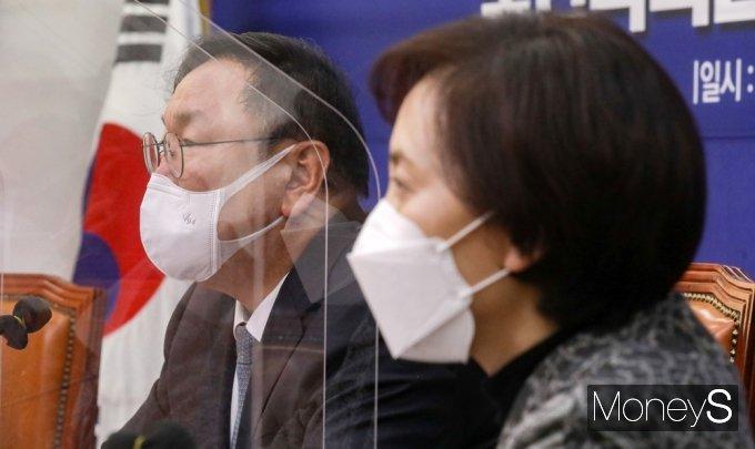 [머니S포토] 코로나19 방역 점검회의, 발언하는 김태년