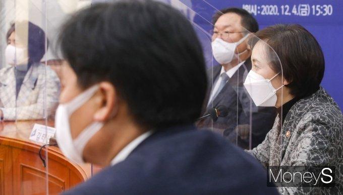 [머니S포토] 코로나19 방역 점검회의, 발언하는 유은혜