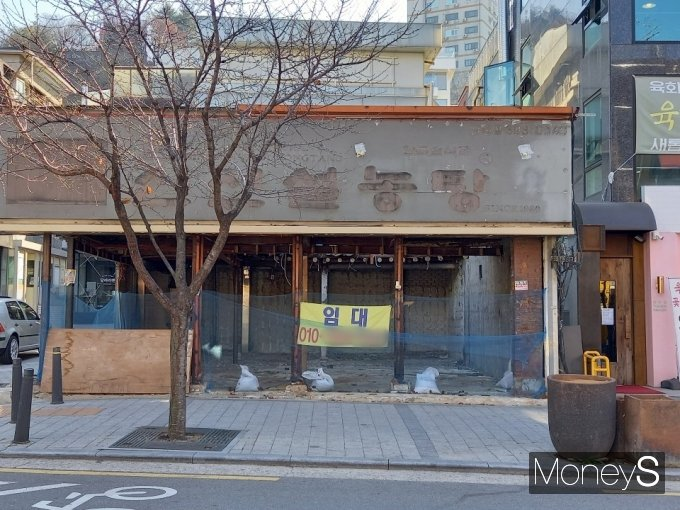 1987년 서울 신촌에 첫 매장을 내고 프랜차이즈 기업으로 성장한 '신선설농탕' 신촌점은 가게 뼈대만 남긴 채 흔적을 감췄다./사진=김경은 기자