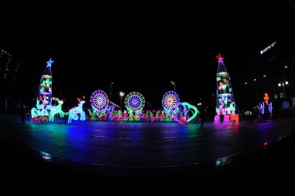 구리시 인창동 구리광장에서 열린 크리스마스 트리 점등식. / 사진제공=구리시
