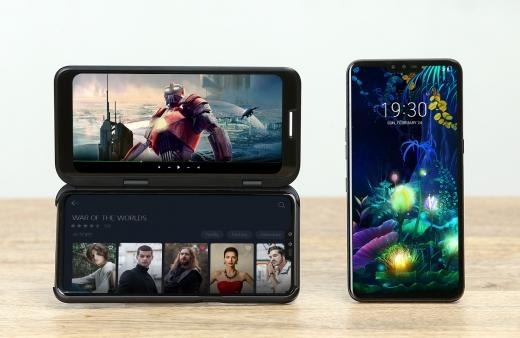 최근 온라인 커뮤니티에 따르면 LG V50의 액정이 깨졌을 시 수리를 받기 위해선 수개월 기다려야 하는 것으로 드러났다. /사진=LG전자 제공
