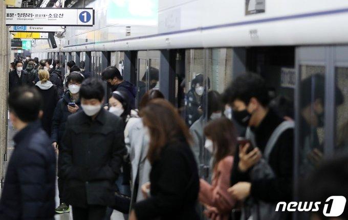 """'셧다운' 서울이 멈춘다… """"지하철 막차 단축되면 집에 어떻게 가지?"""""""