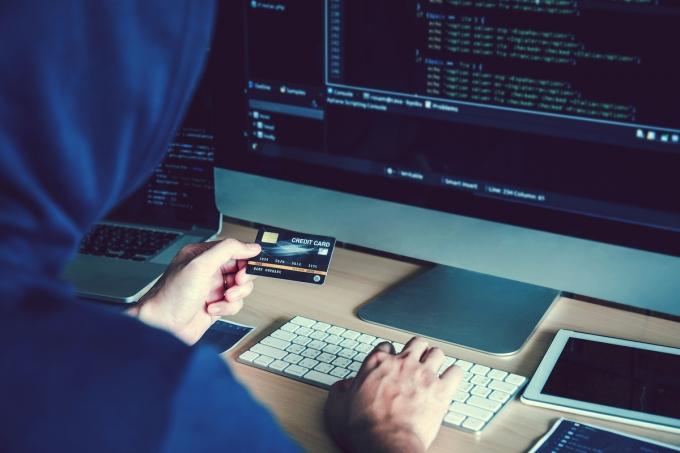 9개 카드사들이 이랜드그룹 해커 집단이 다크웹에 공개한 카드 정보를 금융보안원으로부터 전달 받아 확인에 나섰다./사진=이미지투데이