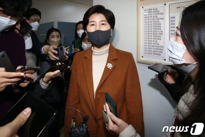 """법사위, 공수처법 의결 미뤄…與 """"정치적 타협 없으면 단독 의결""""(종합)"""