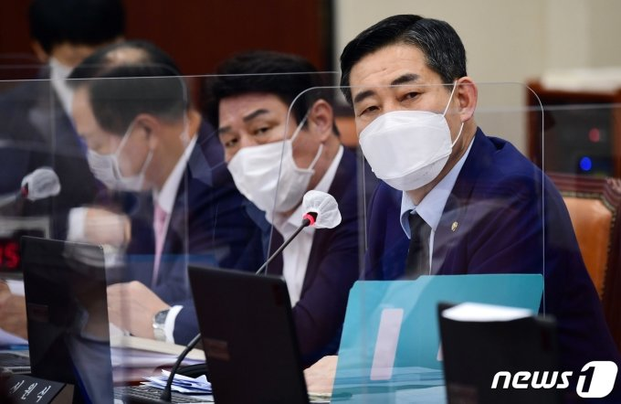 """신원식 """"국방부 장관도 합참의장 징계 불가능…尹 위헌소송 지지"""""""