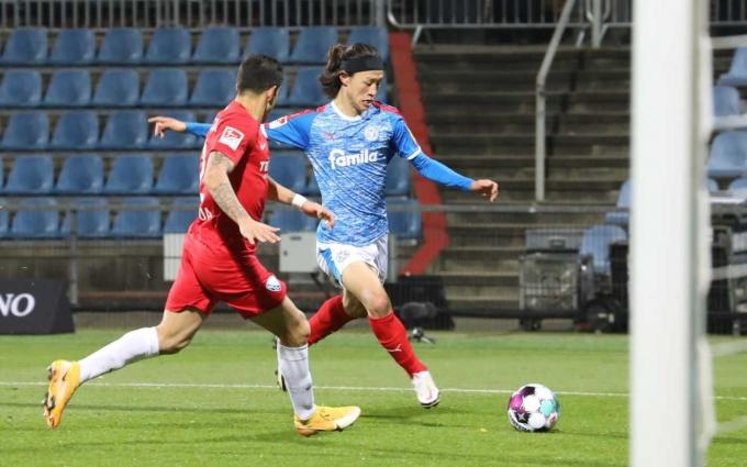 이재성이 정규리그 첫 골을 터뜨린 홀슈타인 킬이 보훔을 3-1로 제압하고 리그 선두로 뛰어올랐다. (홀슈타인 킬 SNS) © 뉴스1