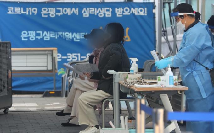 서울 거리두기 2.5단계 초읽기… 신규확진 235명 증가