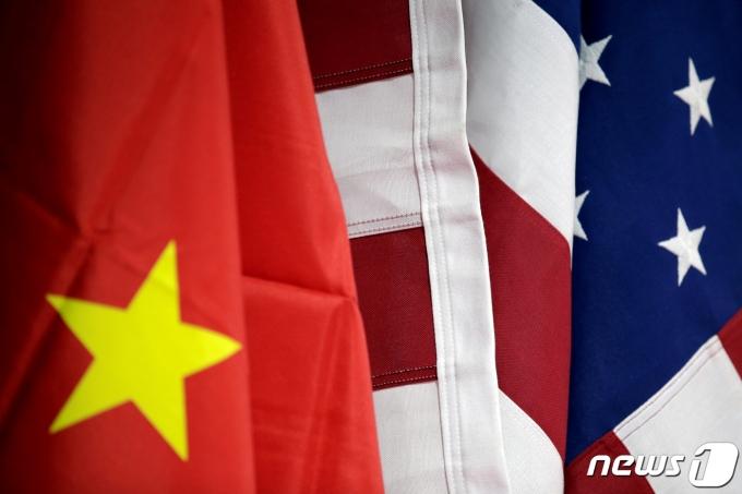 미국과 중국의 국기가 각각 게양되어 있다. <자료 사진>© 로이터=뉴스1
