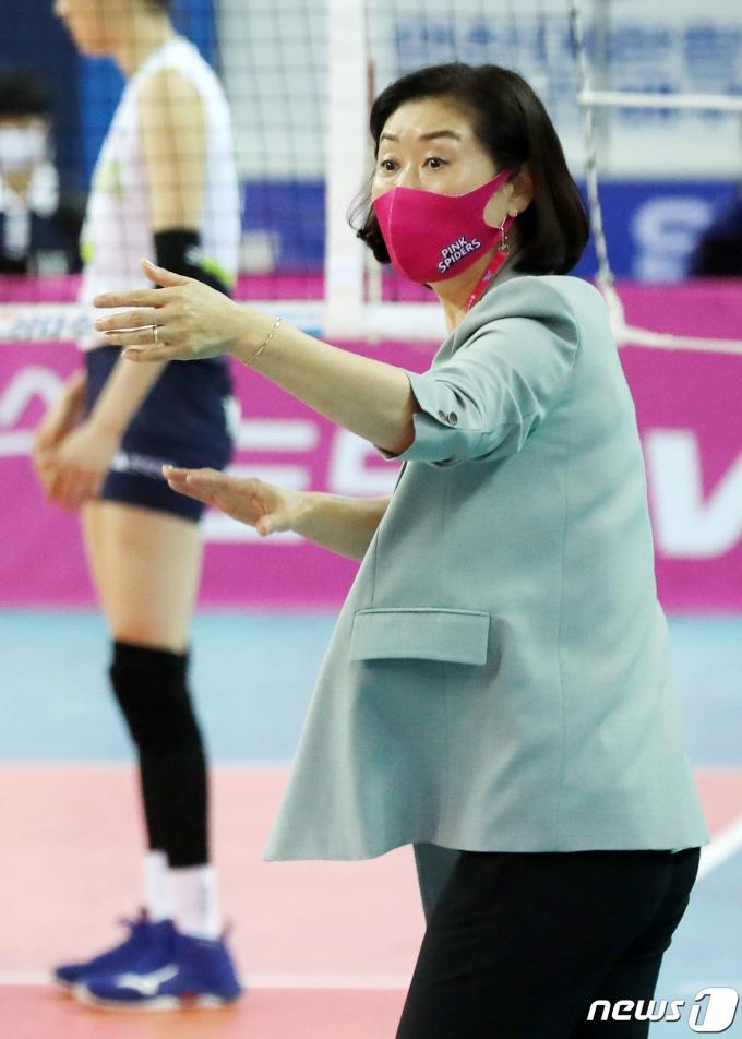 박미희 흥국생명 감독. 2020.11.22/뉴스1 © News1 민경석 기자
