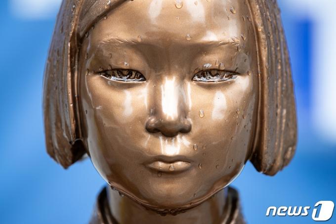 서울 종로구 옛 일본대사관 앞 소녀상의 모습. © News1 이승배 기자
