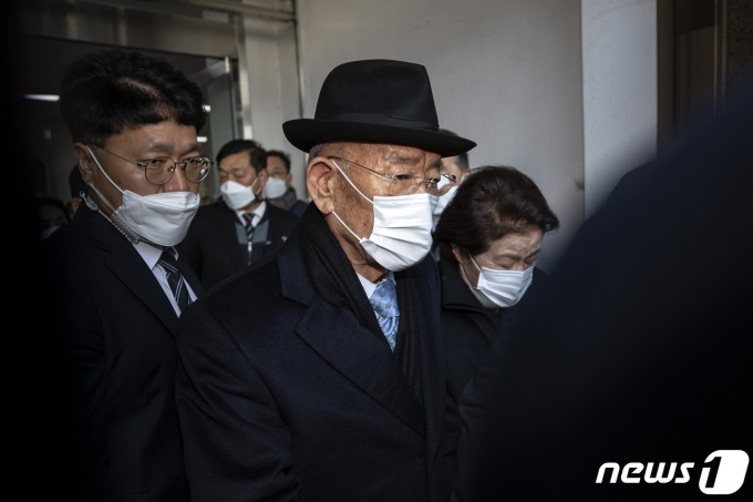 검찰이 통장잔고가 '29만원'이라며 추징금을 미납한 전두환씨의 재산명시 신청을 요청했지만 대법원이 이를 최종 기각했다. /사진=뉴스1