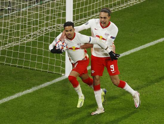 라이프치히(독일)가 9일(한국시간) 맨체스터 유나이티드(잉글랜드·이하 맨유)를 꺾고 2020-2021 유럽축구연맹(UEFA) 챔피언스리그 16강 티켓을 거머쥐었다. /사진=로이터