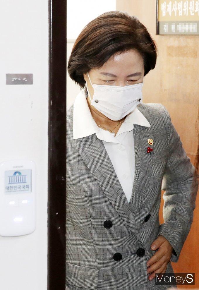 [머니S포토] 공수처 관련 국회 본회의 참석한 '추미애'