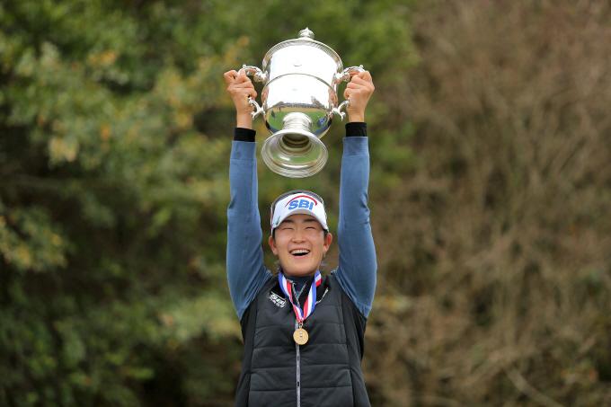 처음 출전한 US여자오픈(총상금 550만달러)에서 우승한 김아림이 우승 트로피를 들어올리고 있다. /사진=로이터