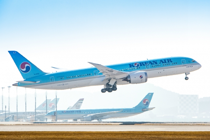 대한항공은 오늘(15일)부터 아시아나항공과 연결 탑승수속(IATCI) 서비스를 시작한다./사진=대한항공