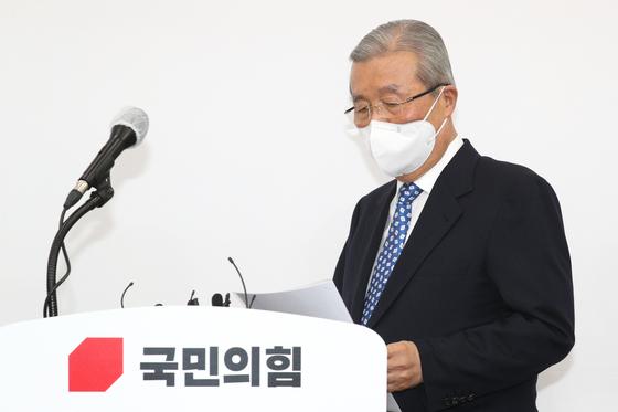김종인 국민의힘 비상대책위원장이 15일 오전 서울 여의도 국회에서 긴급 기자회견을 갖고 있다. /사진=뉴스1