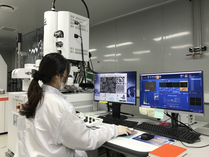 한화큐셀이 학계, 중소기업과 협력해 차세대 태양광 셀인 '탠덤 셀' 개발에 나선다. / 사진=한화큐셀