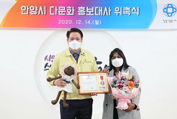 안양시 다문화홍보대사 '이레샤 페레라'씨 위촉식. / 사진제공=안양시