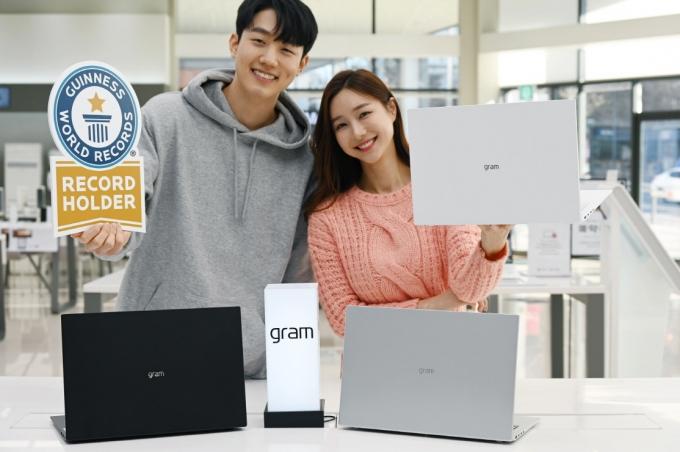 LG전자가 16형 노트북 'LG 그램 16'을 새롭게 선보였다. /사진=LG전자