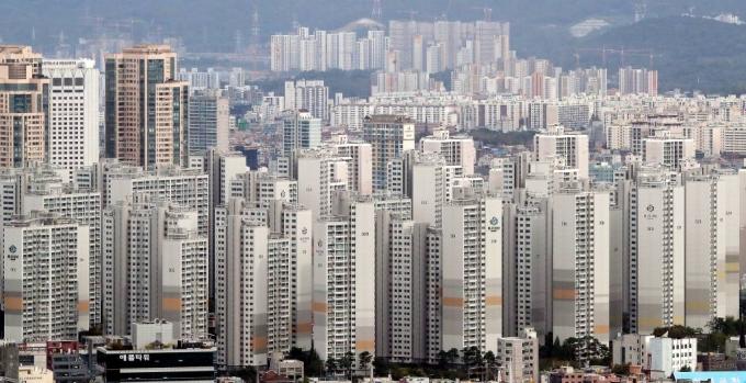 한국부동산원이 17일 발표한 '2020년 12월 2주 전국 주간 아파트 가격동향'에 따르면 전국 아파트값은 0.29% 상승해 1주 전보다 0.02%포인트 확대, 역대 최고 상승률를 기록했다. /사진=머니투데이