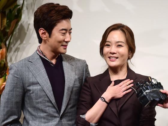 배우 채림(오른쪽)이 전 남편 가오쯔치와 결혼 6년만에 이혼했다고 공식 입장을 밝혔다. /사진=뉴스1