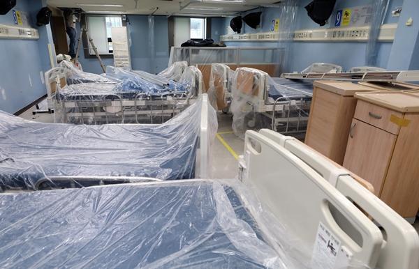 경기 평택시 박애병원에 병상이 공사를 위해 비닐에 덮여 있다. /사진=뉴스1
