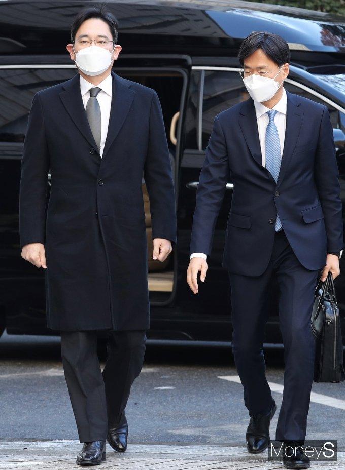 [머니S포토] 법정 향하는 이재용 삼성전자 부회장
