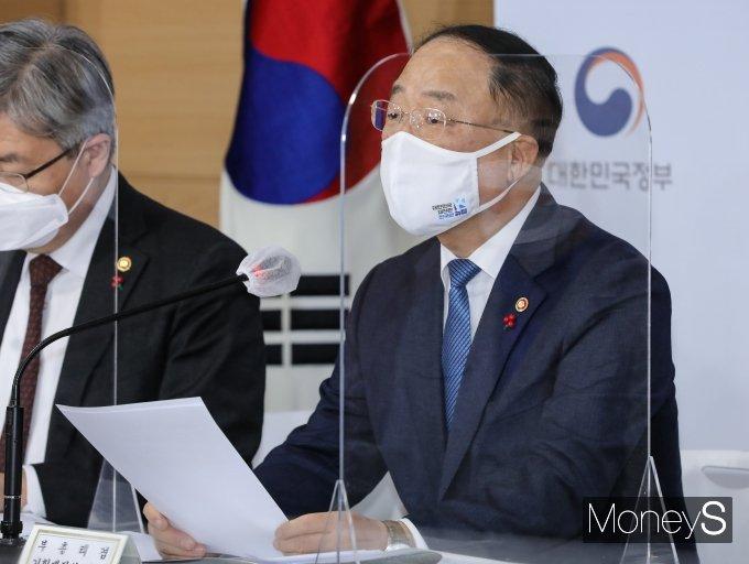 홍남기 경제부총리 겸 기획재정부 장관이 수소충전인프라 구축의 중요성을 강조했다. /사진=임한별 기자